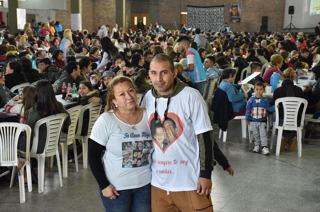 La convocatoria de los padres de Francisco contó con una gran respuesta de la gente. <strong>Foto:</strong> Luis Cetraro