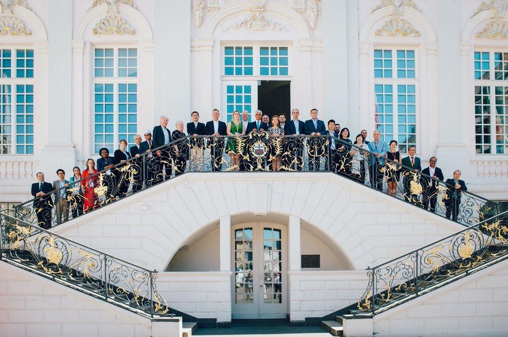 El intendente José Corral en la foto del cierre del Congreso, con los otros alcaldes y jefes de gobiernos locales, presentes en Alemania. <strong>Foto:</strong> Prensa Municipalidad de Santa Fe