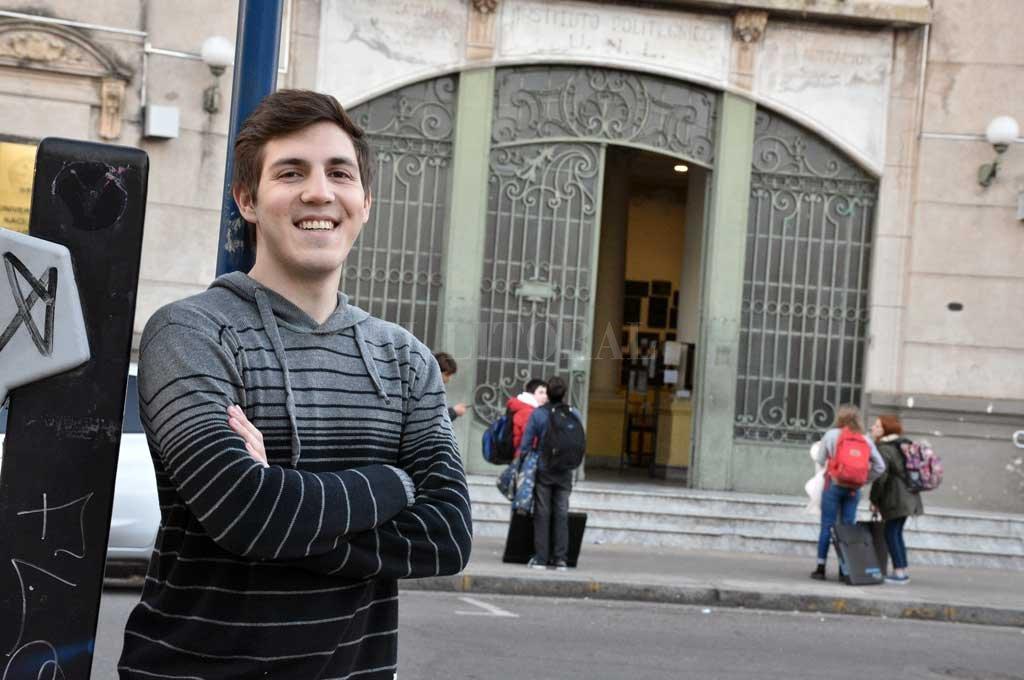 """Gastón François comentó que, además de aprender, asiste a las actividades extracurriculares del Industrial porque """"generamos un lindo grupo de amigos"""". <strong>Foto:</strong> Luis Cetraro"""