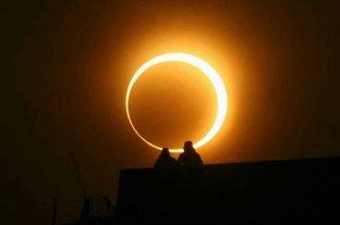 """Eclipse Solar: mirarlo directamente  puede """"quemar el ojo y dejarnos ciegos"""""""