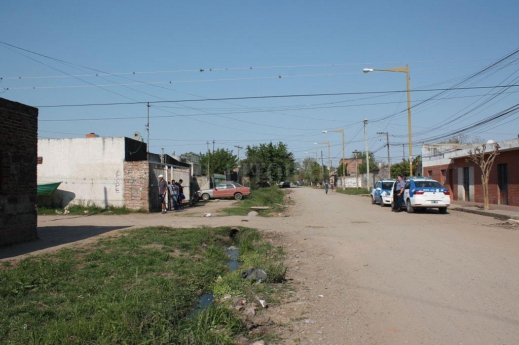 En esa cuadra del barrio Cabal se produjo el asesinato de Raúl Matterzon. Crédito: Archivo El Litoral
