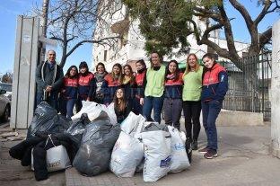 Alumnos entregaron donaciones a las Mamás Sustitutas del Iturraspe