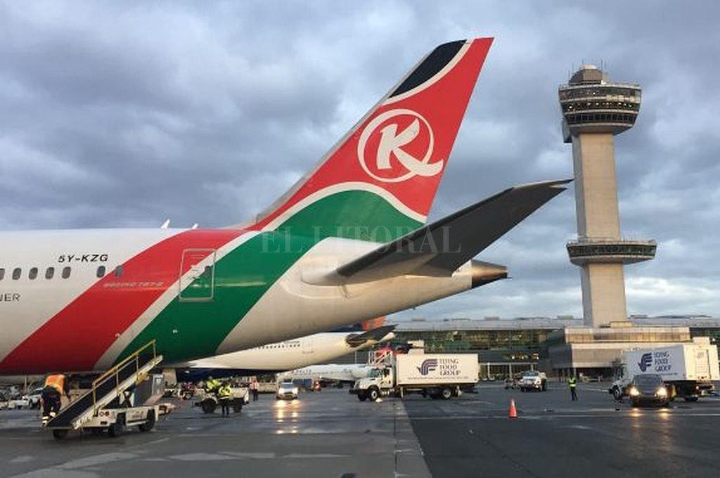 El cuerpo cayó del tren de aterrizaje de un avión de Kenya Airways. Crédito: Captura digital
