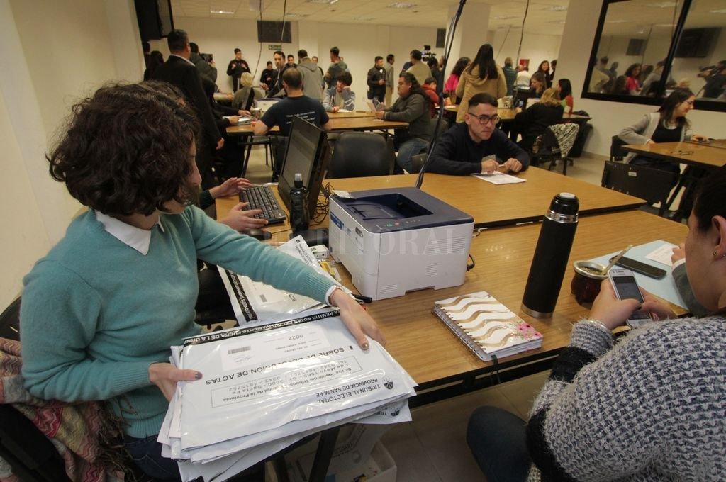 Recuento de votos en el Tribunal Electoral.  <strong>Foto:</strong> Pablo Aguirre