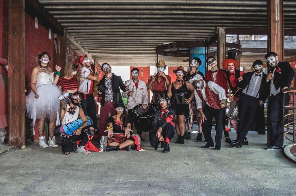 Falta y Resto 2.0: la versión paritaria de la murga, que nació en el espectáculo anterior para hablar de género y removió más de lo esperado el ambiente del Carnaval. Gentileza producción