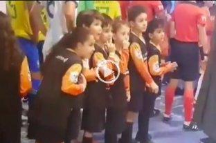 La tierna reacción de unos niños brasileños al ver a Messi