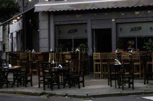 Insólito: intentaba robarse banquetas de un bar santafesino y fue descubierto