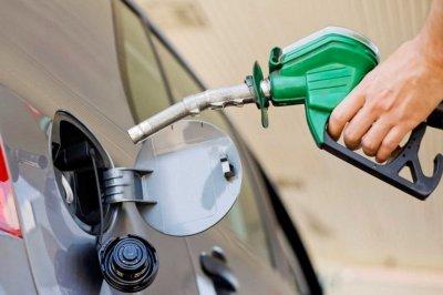¿Y el congelamiento?: el gobierno autorizó un aumento del 4% en los combustibles -  -