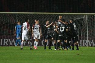 Colón perdió ante Argentinos y necesitará ganar en la vuelta
