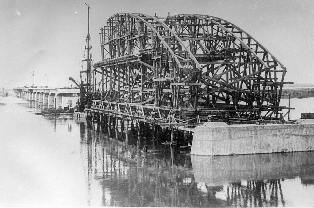 El puente, en plena construcción. Crédito: Archivo El Litoral