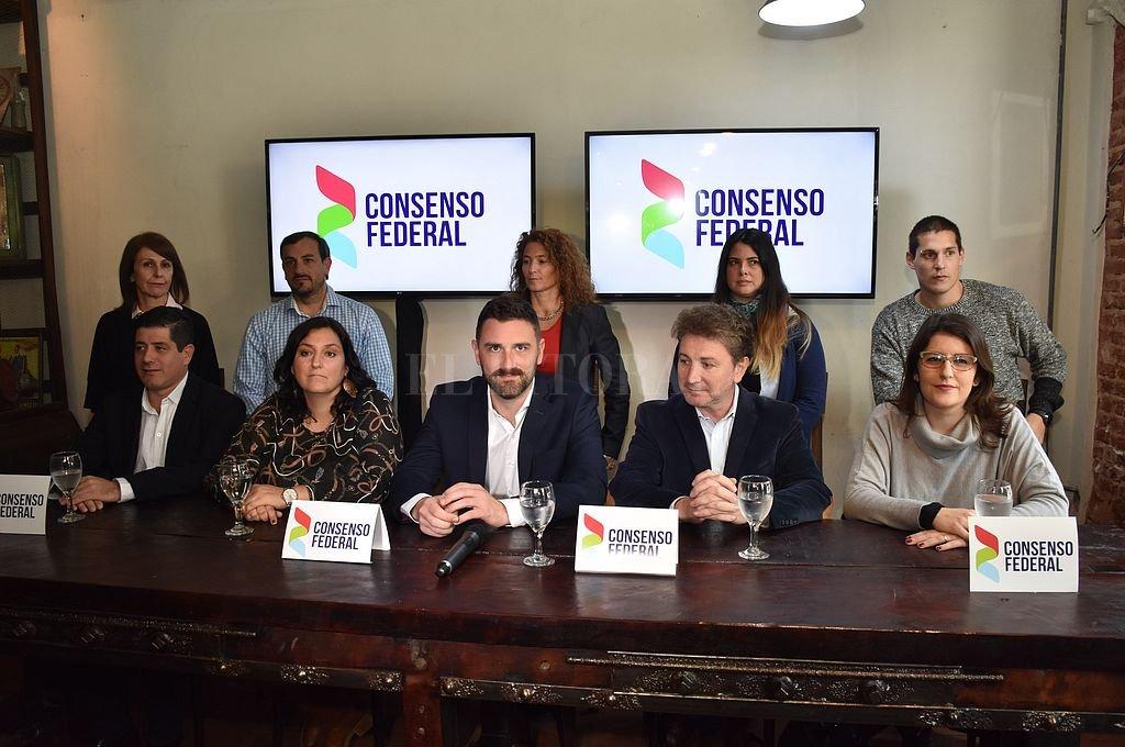 Los diez candidatos encabezados por Enrique Estevez dieron a conocer las principales propuestas a llevar al Congreso. <strong>Foto:</strong> Flavio Raina
