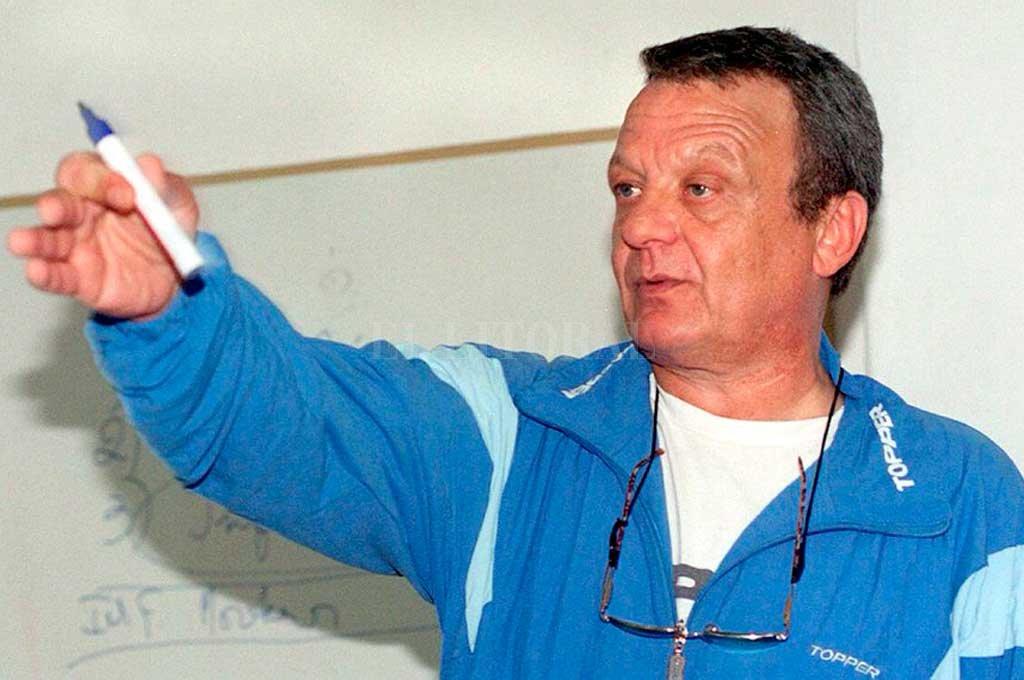 El inolvidable e incomparable León Najnudel, el padre de la Liga Nacional. Un hombre trascendente por el lugar que se lo mire para el deporte argentino, especialmente para el básquetbol. <strong>Foto:</strong> Archivo El Litoral