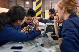 Hay más alumnos, pero pocas  mujeres en escuelas técnicas