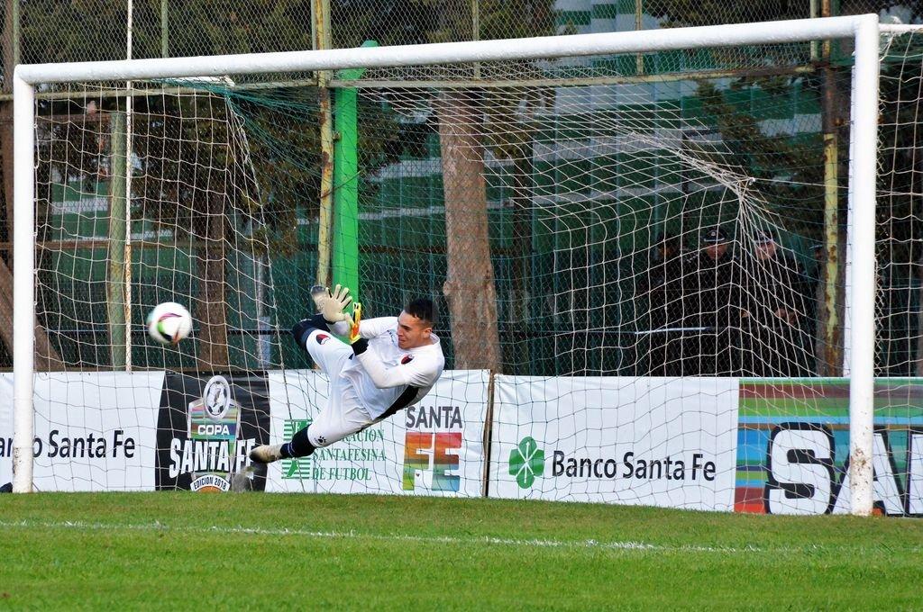 Colón ganó por penales y es semifinalista de la Copa Santa Fe