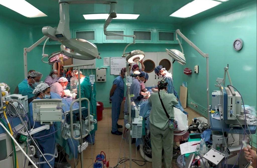 Por primera vez en Argentina separaron siameses unidos por genitales, sistema urinario y aparato digestivo