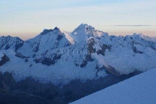 Dos argentinos fallecieron mientras escalaban en Perú -  -