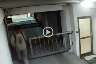 Video: así ingresaron a robar en un edificio céntrico -