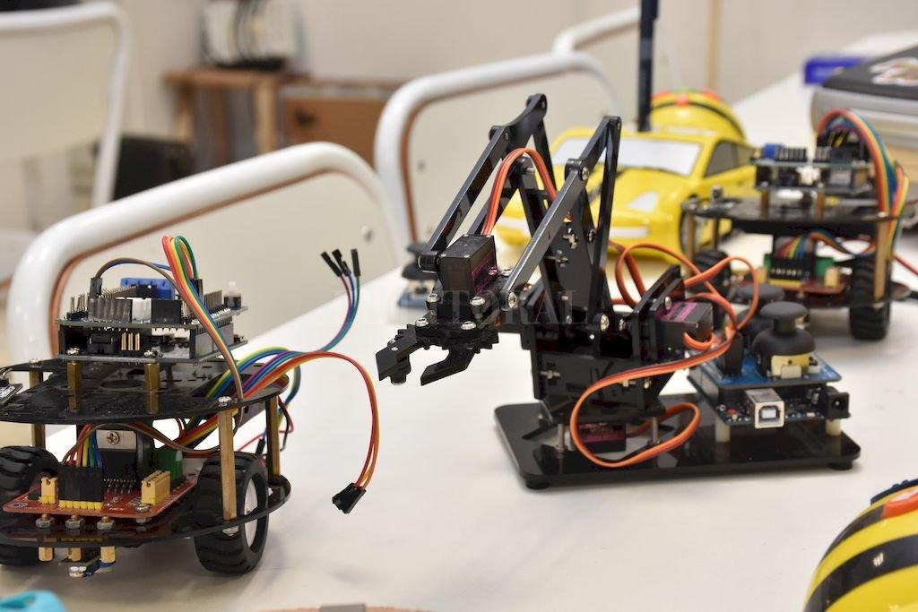 En una de las jornadas se llevarán adelante prácticas educativas mediadas por recursos y herramientas digitales y audiovisuales como robots, videojuegos, tablets, smartphones, pizarras didácticas, entre otros. Crédito: Flavio Raina