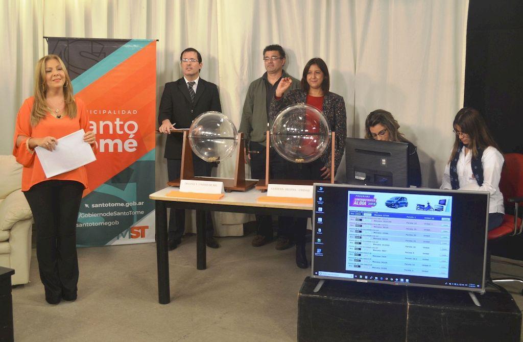 Como en 2018. Imagen del sorteo del año pasado, con la presencia de la intendenta Daniela Qüesta. <strong>Foto:</strong> Prensa Municipalidad