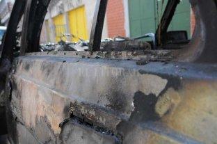 Quemaron un auto en el Fonavi de barrio Centenario - Imagen ilustrativa -