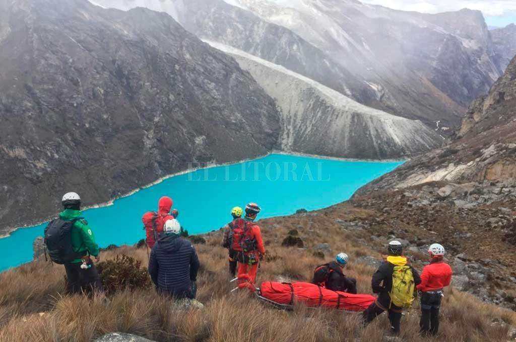 Operativo. Unos 30 salvamentistas participaron del rescate de los cuerpos en la montaña de Perú. Crédito: Prensa Policía Nacional de Perú