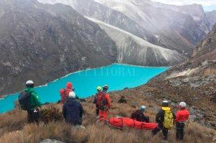 Familiares viajaron a Perú a repatriar al montañista santafesino fallecido - Operativo. Unos 30 salvamentistas participaron del rescate de los cuerpos en la montaña de Perú.