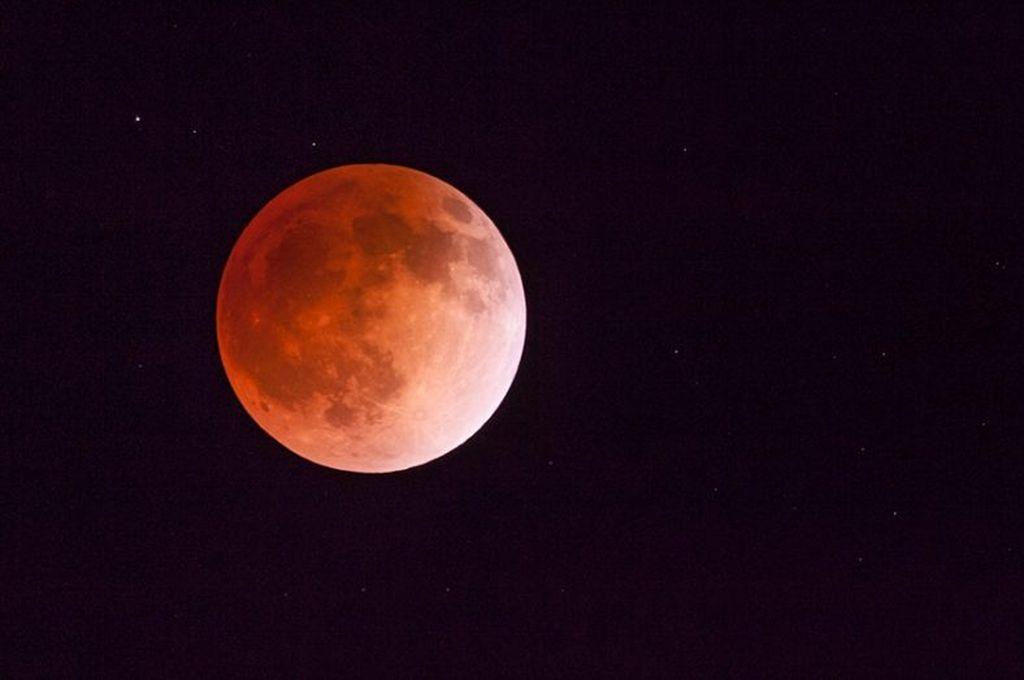 En vivo: mirá el eclipse lunar parcial