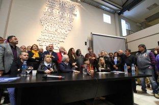 """""""Secretismo"""" y """"reprimarización"""": palabras claves en la """"contracumbre""""  - La """"contracumbre"""" tuvo la presencia de parlamentarios del Mercosur que denunciaron el """"desprestigio"""" del organismo, durante una conferencia de prensa conjunta -"""