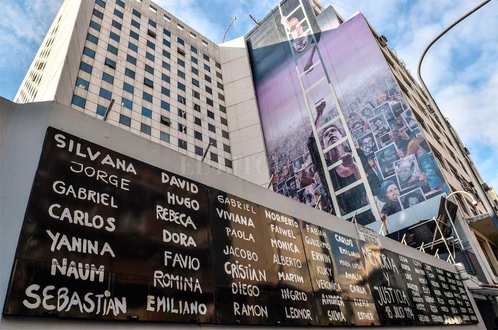 Decretan duelo nacional este jueves por los 25 años del atentado a la AMIA