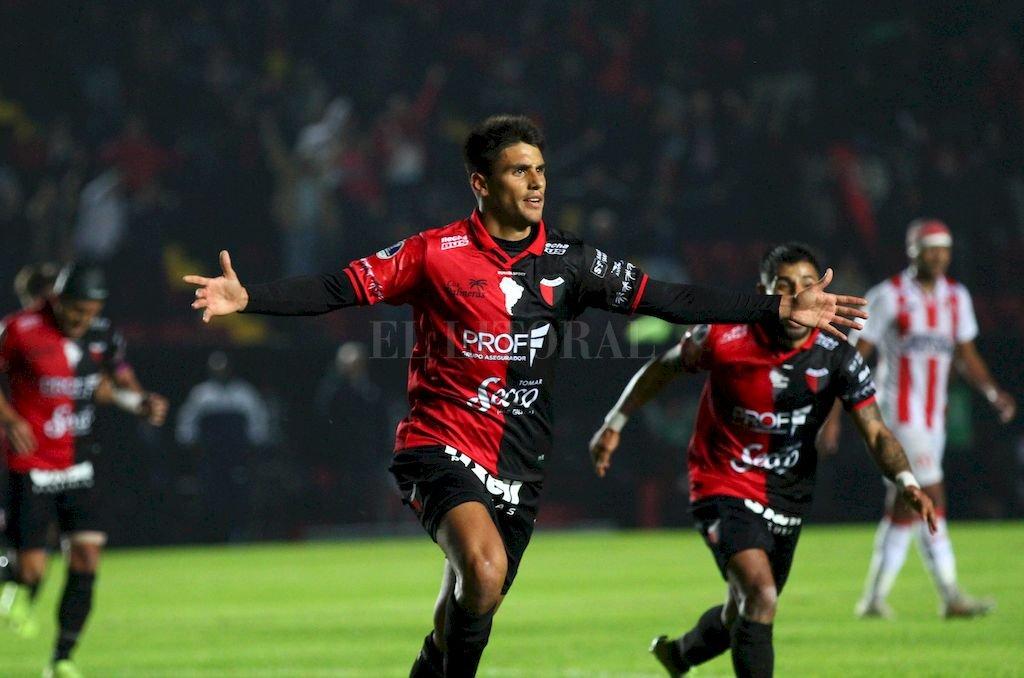 Leguizamón, festejando el gol que marcó frente a River Plate de Uruguay. Crédito: Pablo Aguirre