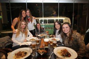 Día del amigo: hay un 90% de reservas en bares y se duplicarán los controles - En bares y restaurantes de la ciudad habrá varias promociones para celebrar la amistad. -