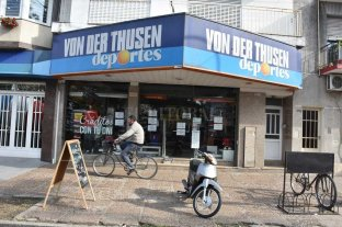Cinco minutos de terror en  un negocio de deportes - El grave suceso ocurrió en Von Der Thusen Deportes, sucursal de Avda. Freyre 2700.  -