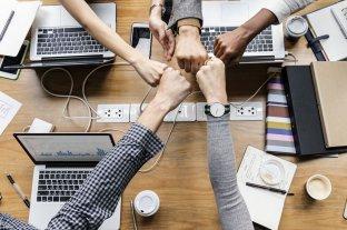 Un estudio revela que trabajar con amigos es beneficioso para las organizaciones -  -