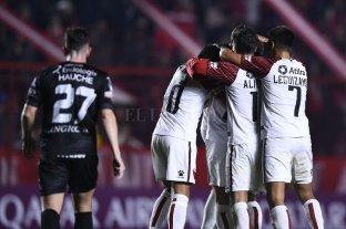 Colón superó a Argentinos en los penales y clasificó a cuartos de final