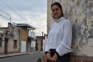 Una joven francesa llegó a Santa Fe para  asistir a personas en situación de calle - La joven francesa llegó a Santa Fe hace una semana y ya colabora en Actitud Solidaria