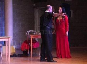 Tragedia gitana con sabor francés - La santotomesina Rocío Arbizu como Carmen y el mendocino Fermín Prieto como Don José, en la tragedia musical de George Bizet. -