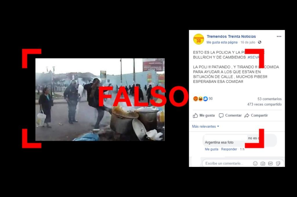 No, esta foto no es de un supuesto policía pateando una olla en la Argentina