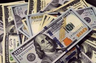El dólar se mantuvo estable y acumuló en la semana una suba de 76 centavos -  -