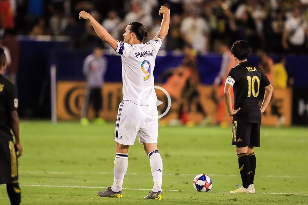 Video: Ibrahimovic marcó tres golazos y Los Ángeles Gálaxy ganaron el clásico 3 a 2