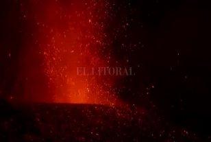 Etna vuelve a erupcionar y conmueve a Italia