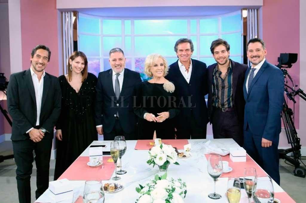 La mesa de Mirtha con sus invitados de este sábado por la noche Crédito: Twitter