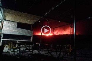 El fuego obligó a evacuar a turistas y pobladores de localidades cordilleranas de Mendoza -  -