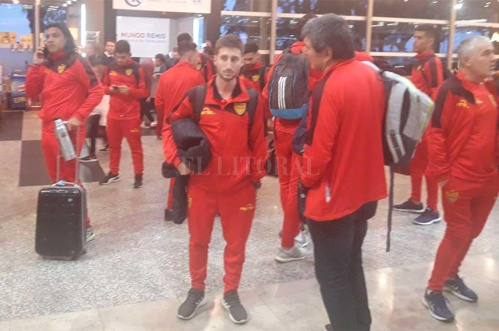 Los correntinos en su llegada a Buenos Aires vía aérea  Crédito: Prensa Boca Unidos