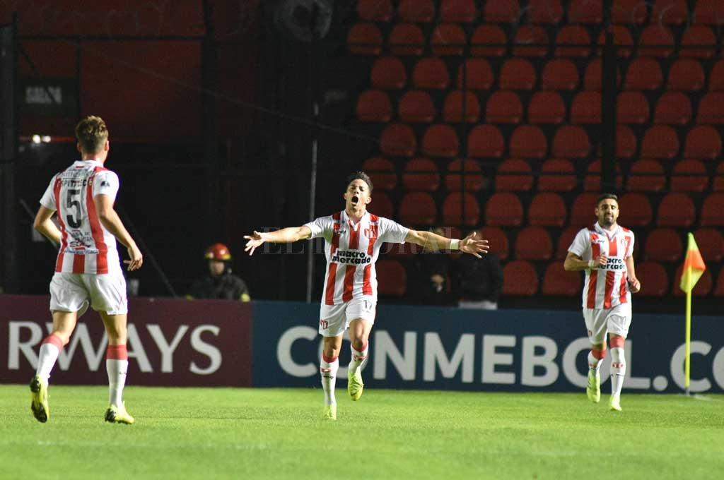 Da Luz metió el único gol de River de Montevideo en la serie ante Colón en Santa Fe <strong>Foto:</strong> Manuel Alberto Fabatía