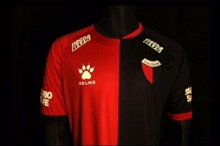 Colón presentó su nueva camiseta titular  -