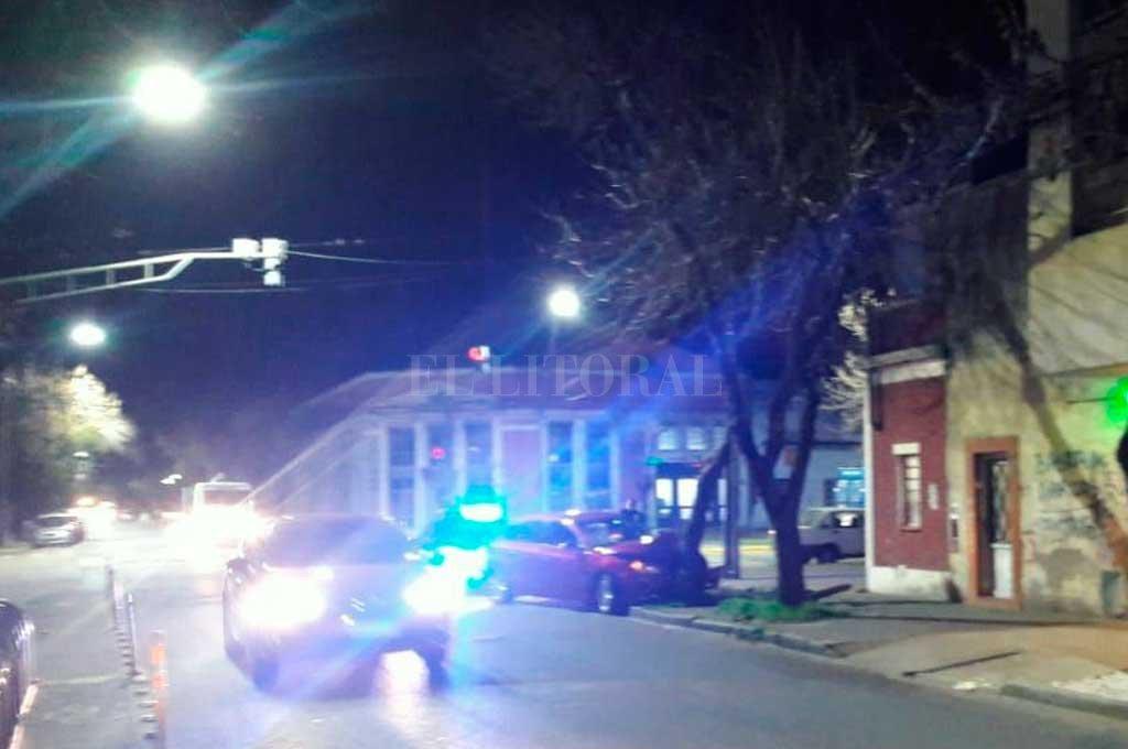 Se estrelló contra un árbol frente a la Facultad de Derecho de la UNL