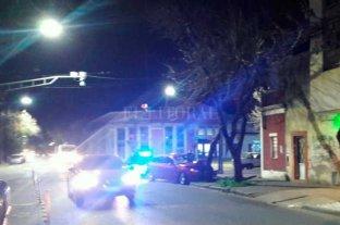 Se estrelló contra un árbol frente a la Facultad de Derecho de la UNL -  -