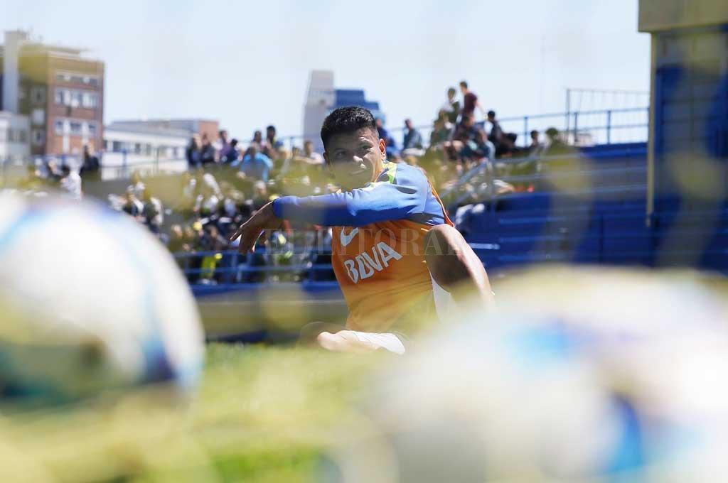 """¿Walter Bou parte II? El año pasado, cuando estaba en el Vitoria de Brasil, Leo Madelón pensó en Walter Bou, la llamada """"Panterita"""". Sin embargo, el punta recaló en uno de los tantos clubes franquiciados por Cristian Bragarnik, como es Unión La Calera de Chile, donde jugó 21 partidos y marcó 6 goles. Ahora, otra vez el Tate lo quiere.  <strong>Foto:</strong> Archivo El Litoral / Agencia DyN"""