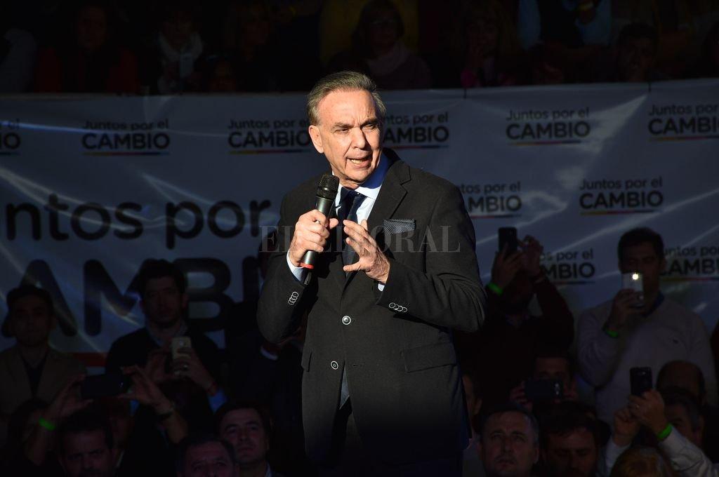 Miguel Ángel Pichetto antecedió al discurso de Mauricio Macri en el acto de Juntos por el Cambio realizado en Ateneo. Crédito: Luis Cetraro