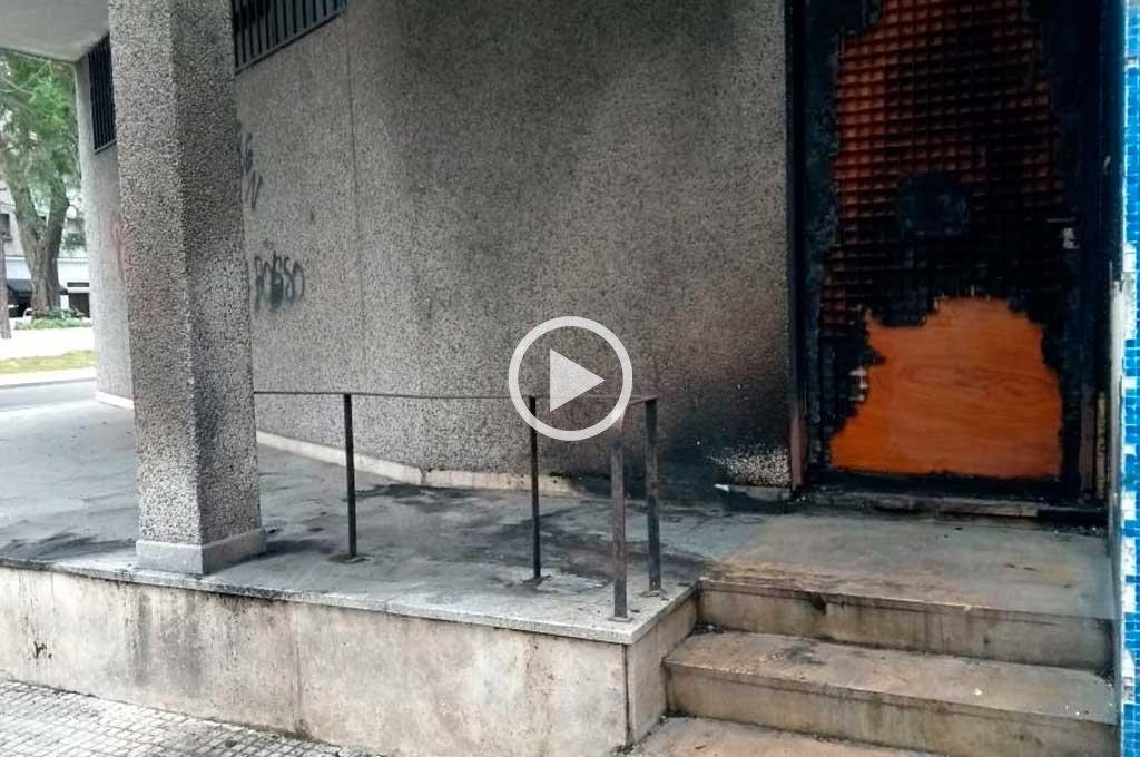 Video: quemaron parte de la fachada del Correo